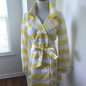 Yellow & White Lined Trench